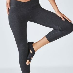 Fabletics Cropped Crossover Leggings Size L